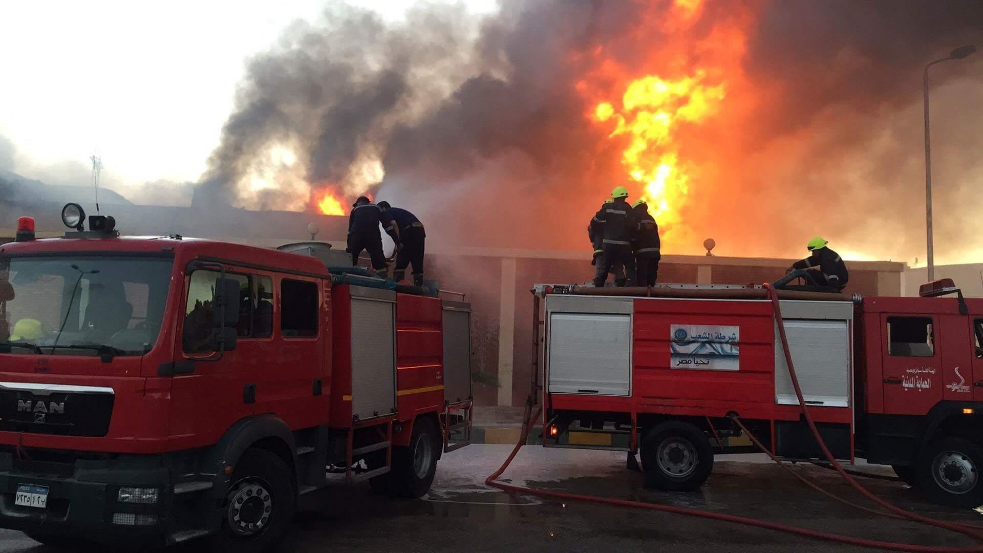 حريق هائل في مصنع كرتون بالإسكندرية (صور)