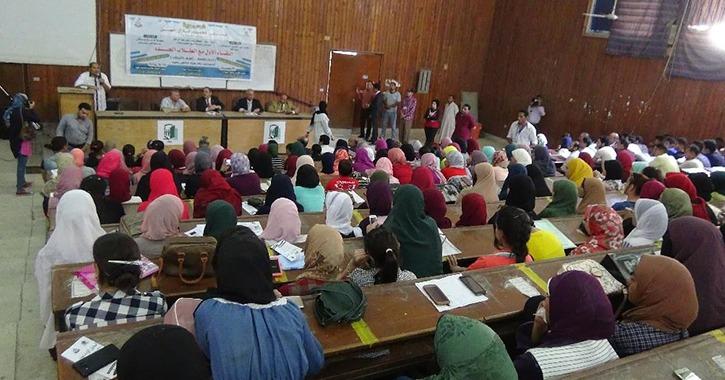 أنشطة فنية وثقافية وتوزيع مياه معدنية أثناء الكشف الطبي على طلاب جامعة المنيا
