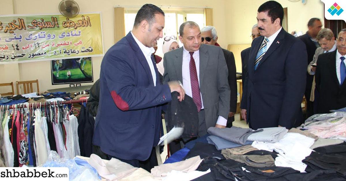 جامعة بني سويف تفتتح معرض ملابس للطلاب الفقراء (صور)