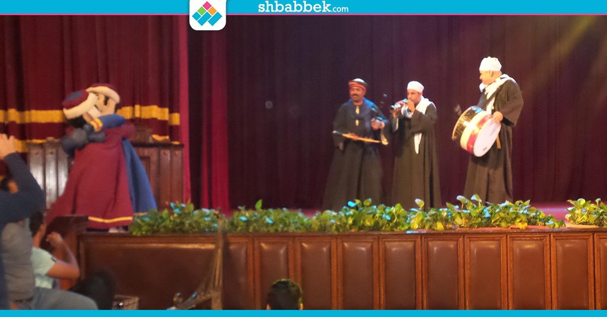 حفل للفن الشعبي علي مسرح جامعة القاهرة