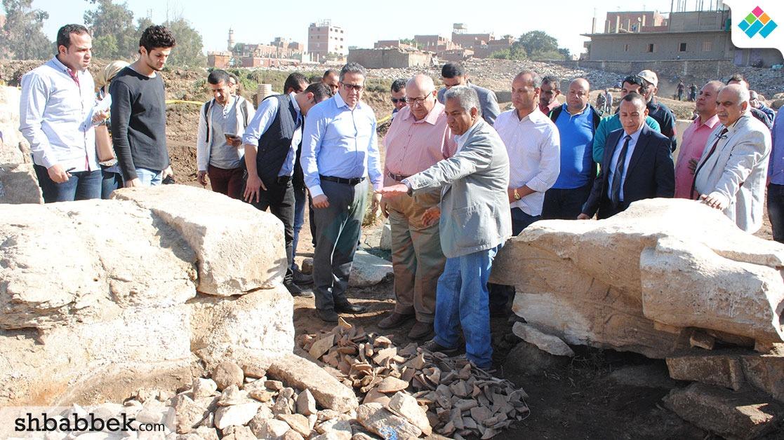 http://shbabbek.com/upload/وزير الآثار ورئيس جامعة عين شمس يتفقدان أعمال الحفر بـ«عرب الحصن»