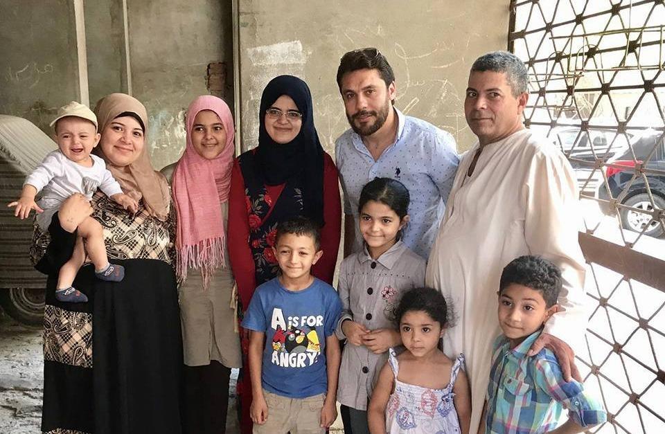 صور| أحمد حسن في منزل «مريم» الأولى على الثانوية العامة