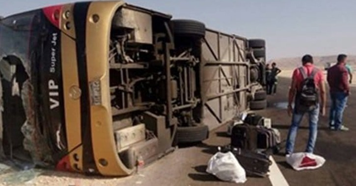 مصرع وإصابة 18 في حادث انقلاب أتوبيس رحلة طلاب عين شمس
