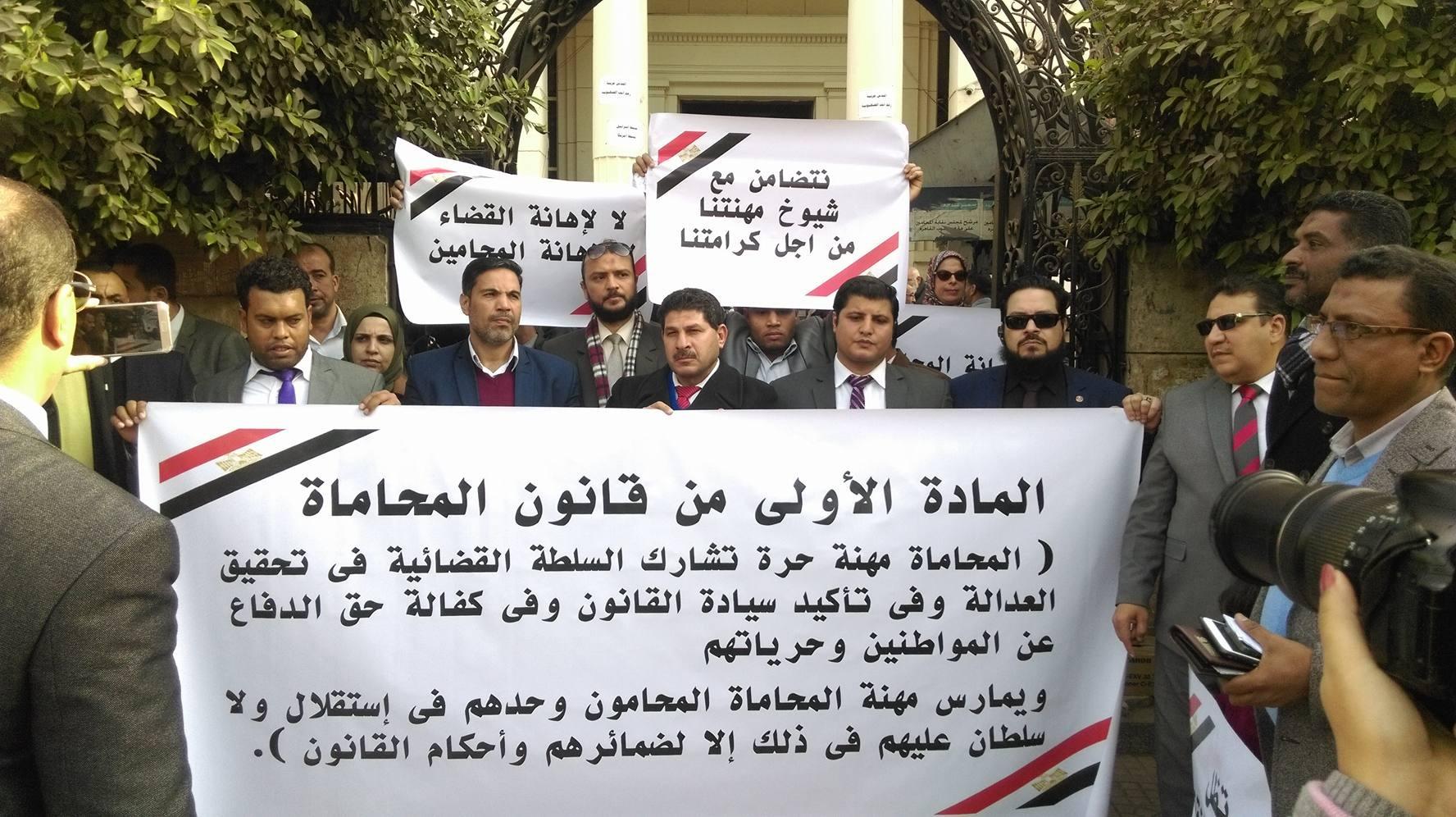 محامون ينددون بحبس زملائهم بتهمة إهانة القضاء في وقفة بالنقابة العامة (صور)