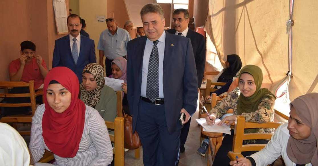 رئيس جامعة بنها يشدد على ضرورة التصدي لحالات الغش وتطبيق القانون