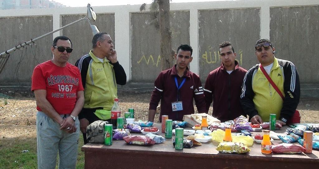 «فسيخ وعيش مرحرح».. طلاب الجامعات يعرضون أطباقا شعبية في جوالة «متحدي الإعاقة»