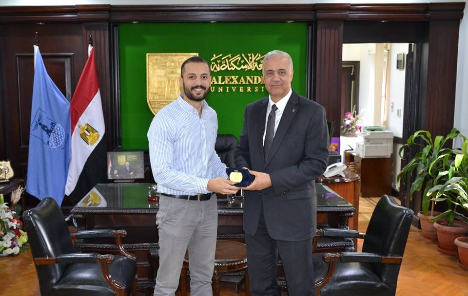 باحث جامعة الإسكندرية يفوز بجائزة أفضل 5 باحثين شباب على مستوى العالم