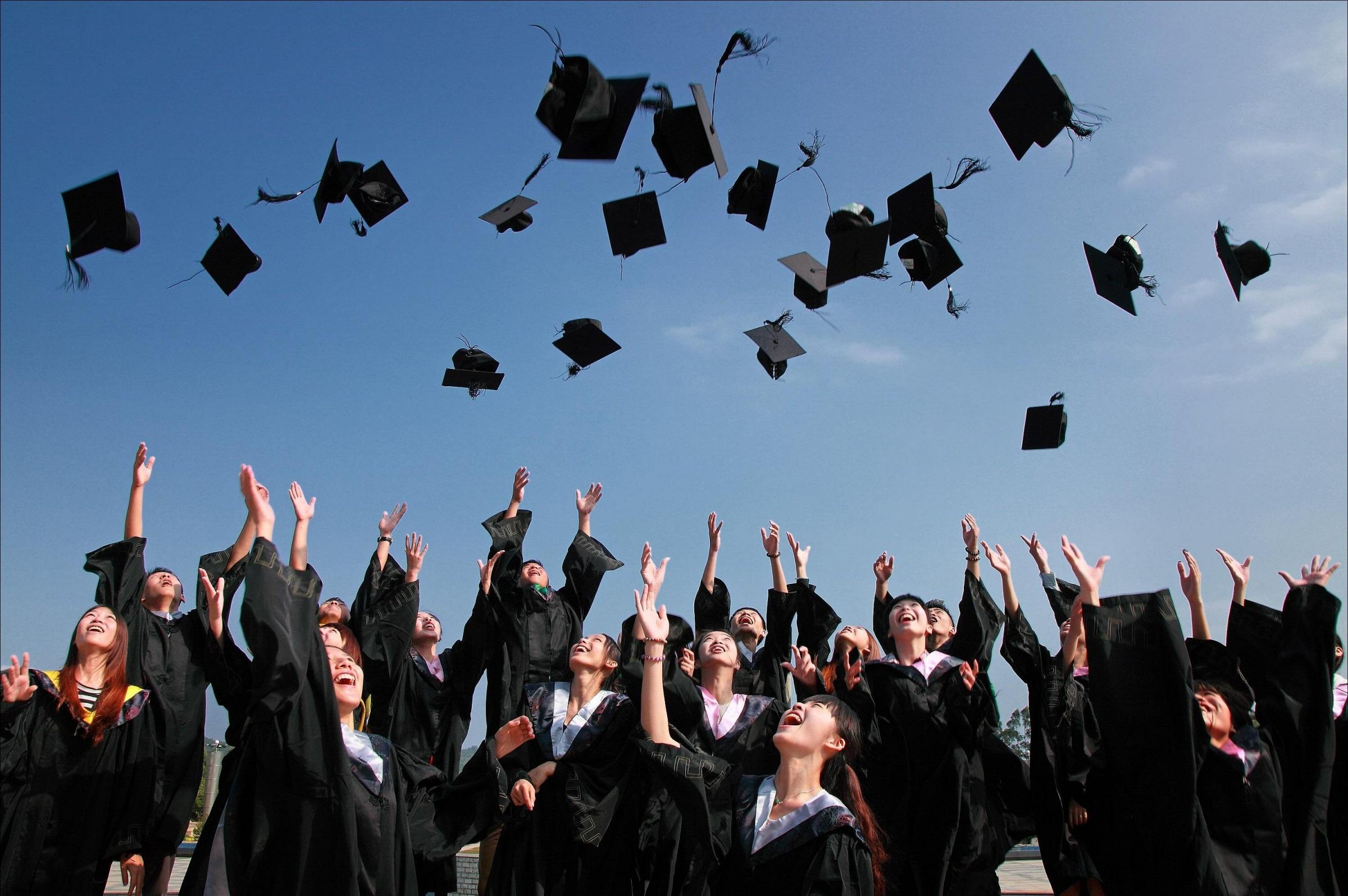 منح لطلاب الثانوية في الجامعة الأمريكية واليابانية وزويل وبدر والنيل