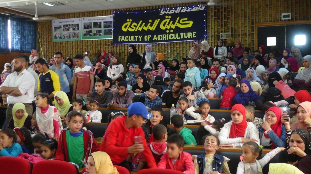 تكريم 120 طفلا في احتفالية كلية زراعة المنيا بيوم اليتيم (صور)