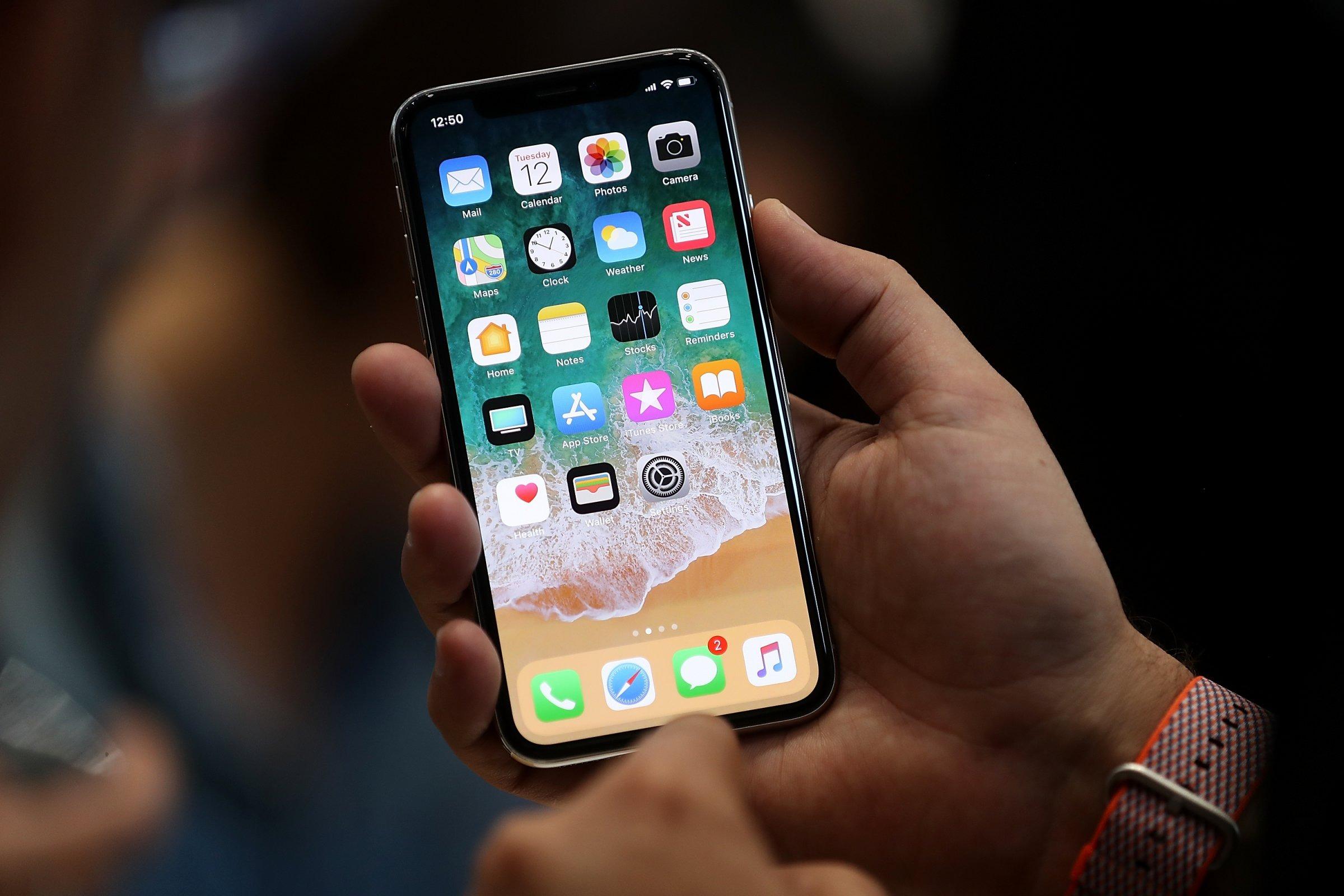 تعرف على امكانيات هاتف «آي فون إكس» الأكثر طلبا بين المستخدمين