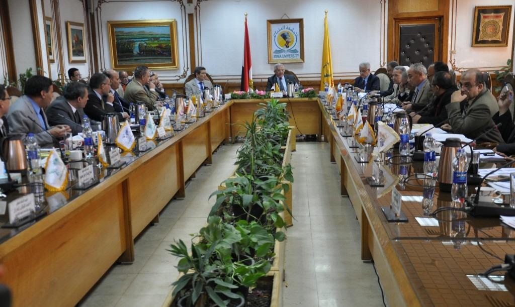 جامعة المنيا تشكل لجنة لفحص الكتب واستبعاد ذات الأفكار «الإرهابية»