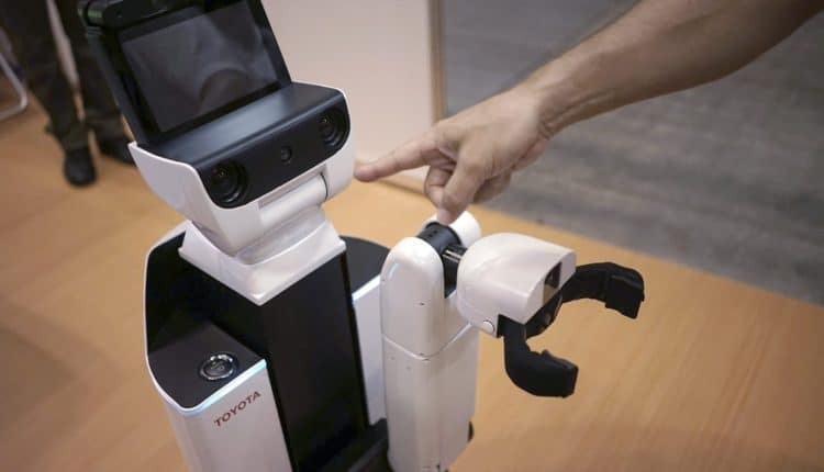 «تويوتا» تطلق روبوت لمساعدة ذوي الاحتياجات الخاصة (فيديو)