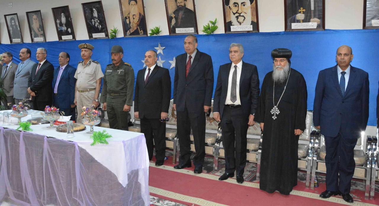 رئيس جامعة المنيا يقدم التهنئة لكنائس المنيا بمناسبة عيد القيامة (صور)
