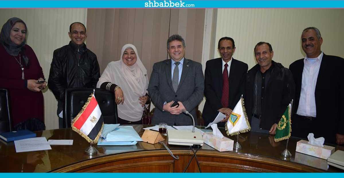 تشكيل لجنة لإعادة توزيع مكافآت العاملين بجامعة بنها
