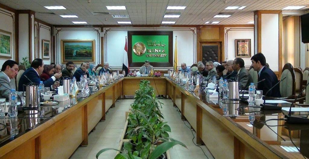 جامعة المنيا تناقش استعدادات العام الدراسي الجديد