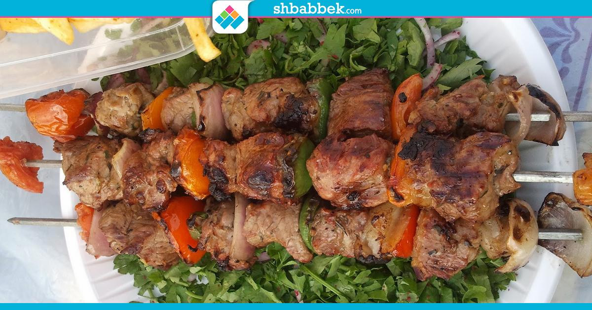 طريقة سهلة لعمل اللحم المشوي في العيد (انفوجراف)