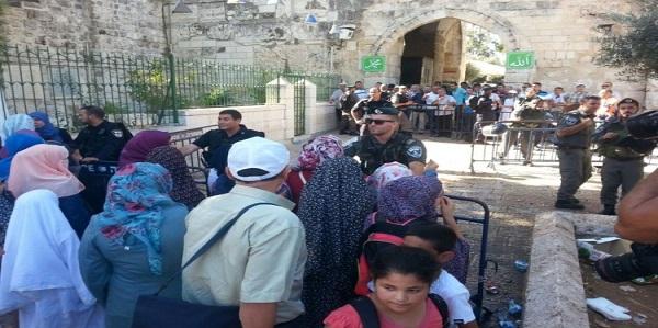 """الاحتلال الإسرئيلي يحاصر """"الأقصى"""" ويحول القدس إلى ثكنة عسكرية"""