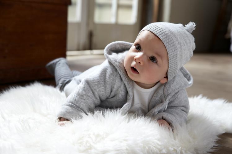 كيف تختاري ملابس «مولودك» في الشتاء؟