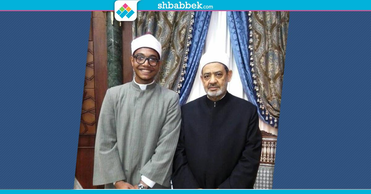 تفوّق في القرآن والمسرح والتنس.. هذا الطالب وعده شيخ الأزهر بدراسة الطب بإنجلترا