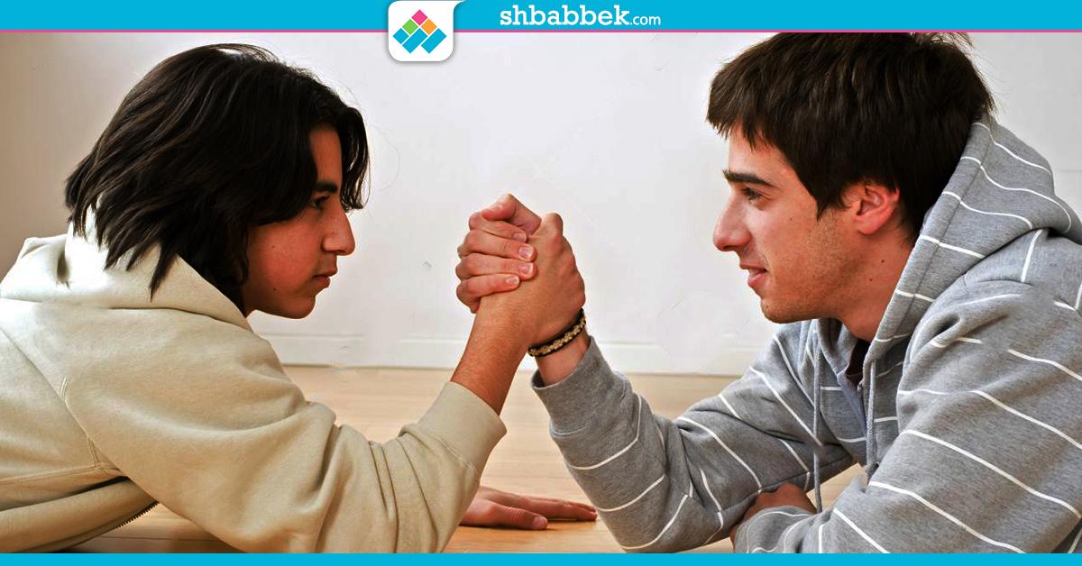 خلّيه صاحبك.. دليلك للتعامل مع أخوك في سن «تحت 18»