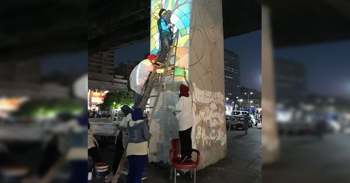 طلاب جامعة عين شمس يجملون كوبري العباسية والمترو (صور)