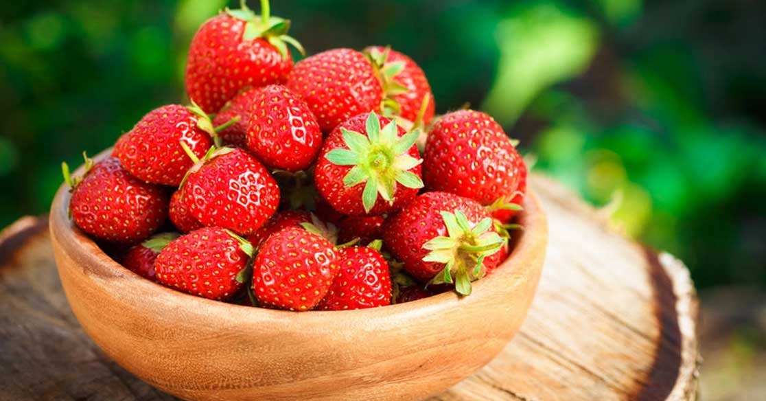 فوائد الفراولة.. الفاكهة الوردية للرجال والنساء