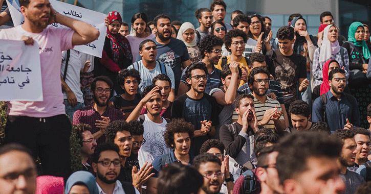 مظاهرات أمام جامعة النيل للمطالبة بكوبري مشاة بعد تكرار حوادث الطلاب