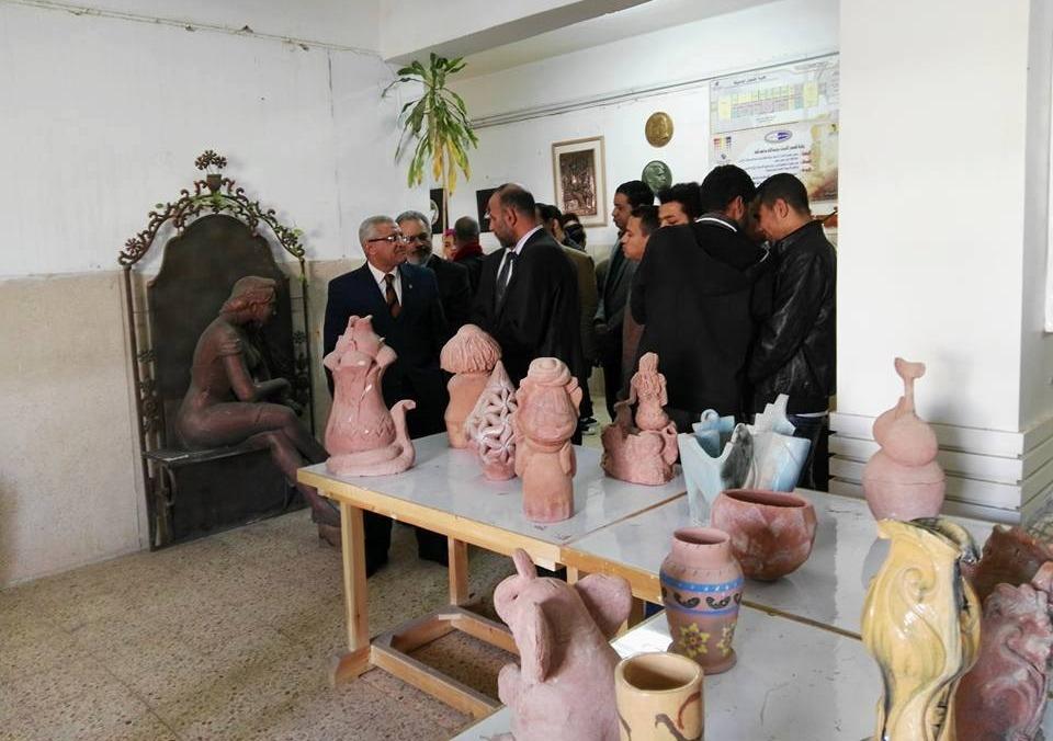 رئيس جامعة المنيا يفتتح معرض «تواصل» بكلية الفنون الجميلة