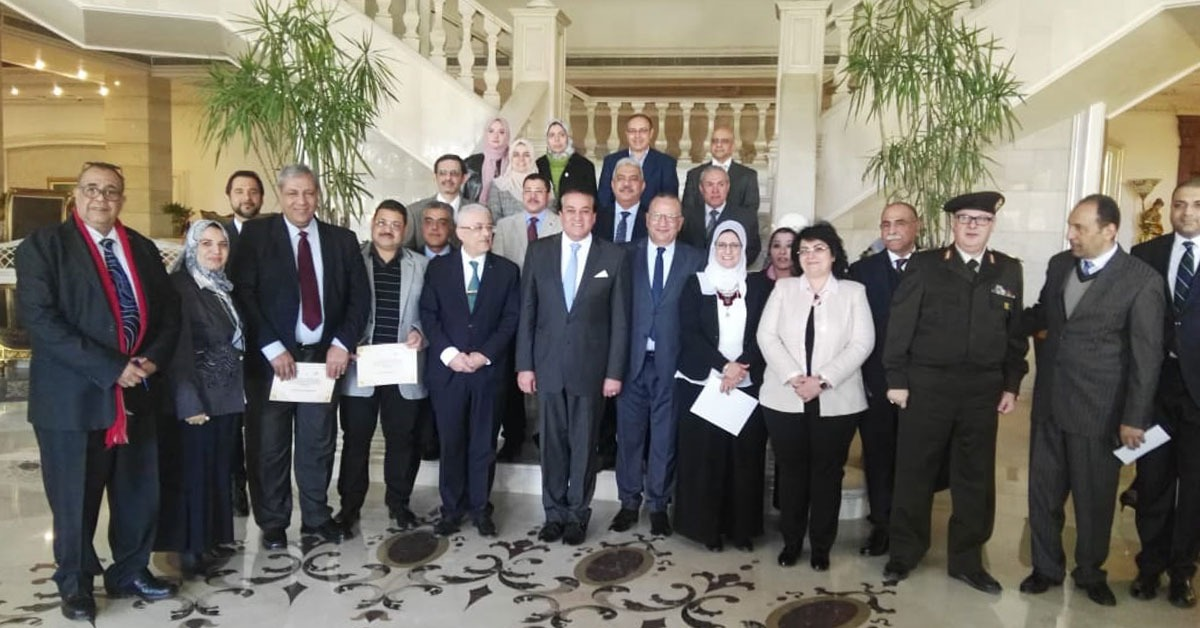 وزيرا التعليم العالي والتربية والتعليم يكرمان أساتذة الطب بجامعة الأزهر