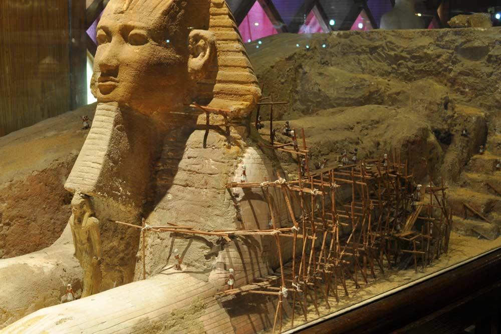 أبو الهول في متحف الأهرامات بالقرية الفرعونية