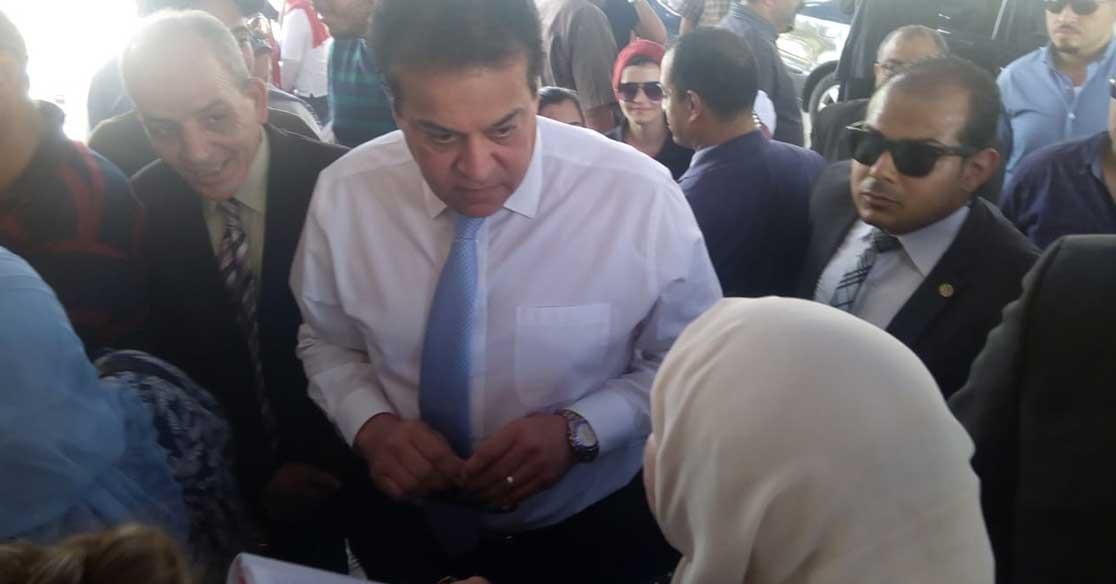 وزير التعليم العالي يحذر طلبة الشهادات المعادلة من الأوراق المزورة