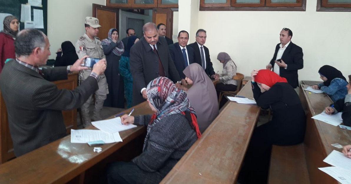 صور  رئيس جامعة الأزهر يتفقد لجان امتحانات دراسات إسلامية بنات بالمنصورة