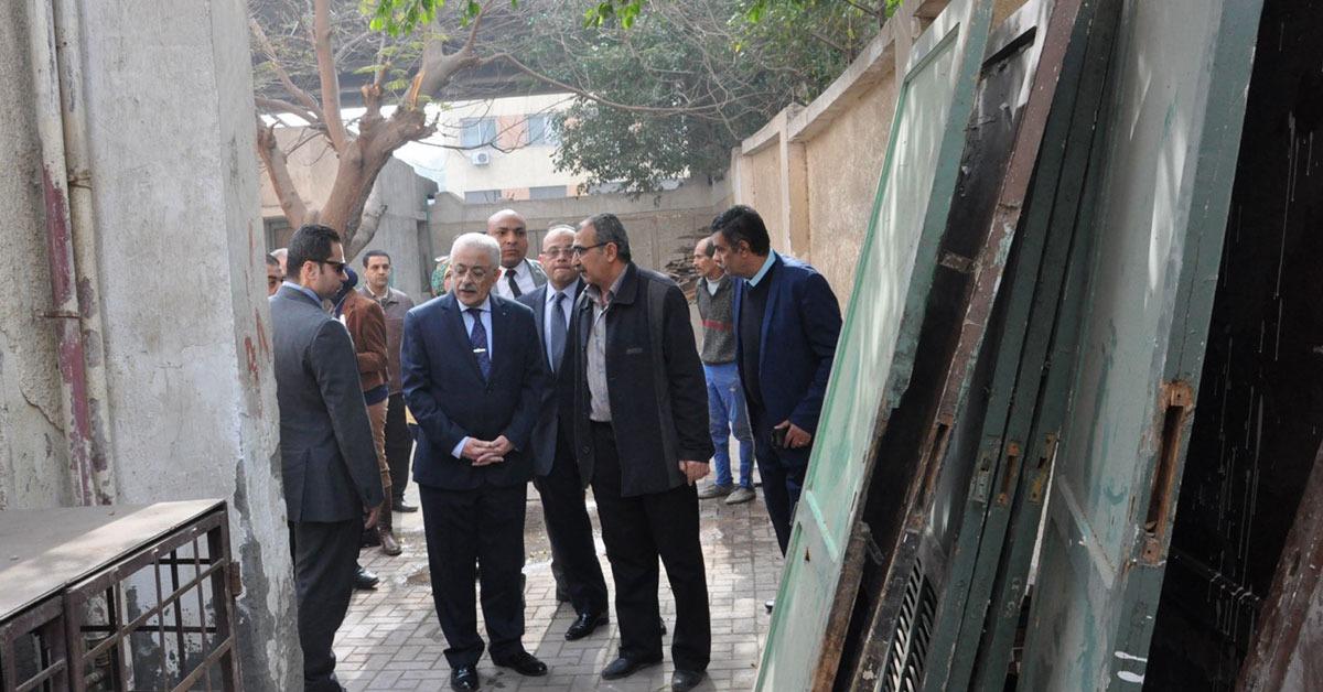 بالصور.. وزير «التربية والتعليم» يزور مدرسة بالجيزة ويُحيل مديرها للتحقيق