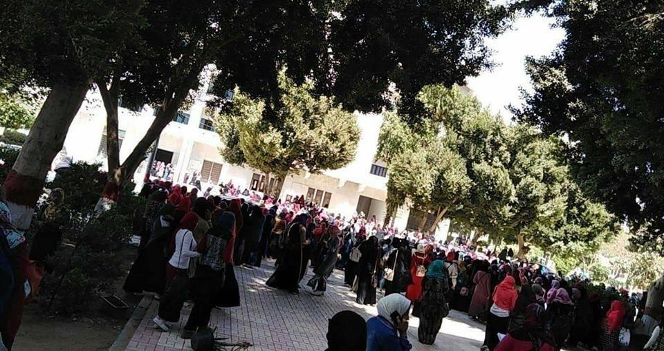 هل اختطفت طالبة من مدينة جامعة الأزهر وقتلت؟ احتجاجات طلابية واستنفار أمني منذ الصباح (فيديو)