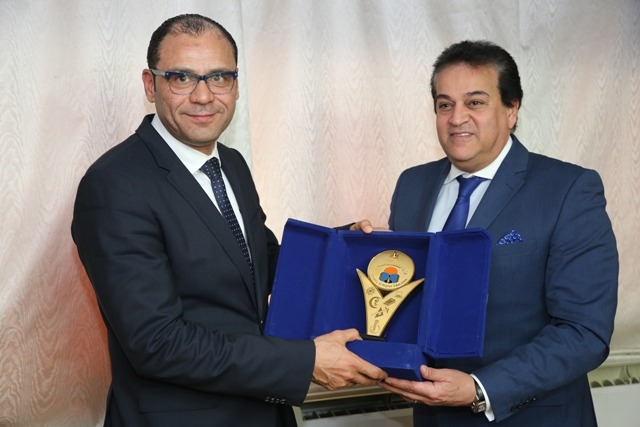 لزيادة التعاون.. وزير التعليم العالي يلتقي نظيره الليبي (صور)