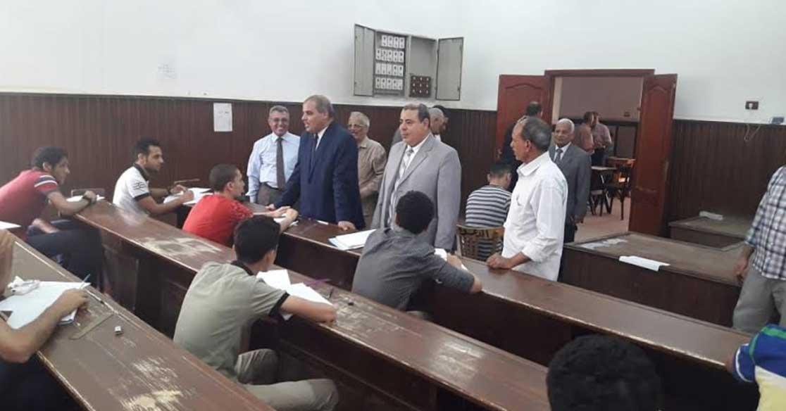 رئيس جامعة الأزهر يتفقد لجان امتحانات الفترة المسائية
