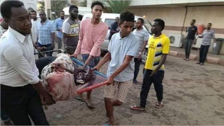 «أطباء السودان»: 5 قتلى على يد المجلس العسكري في فض اعتصام الخرطوم