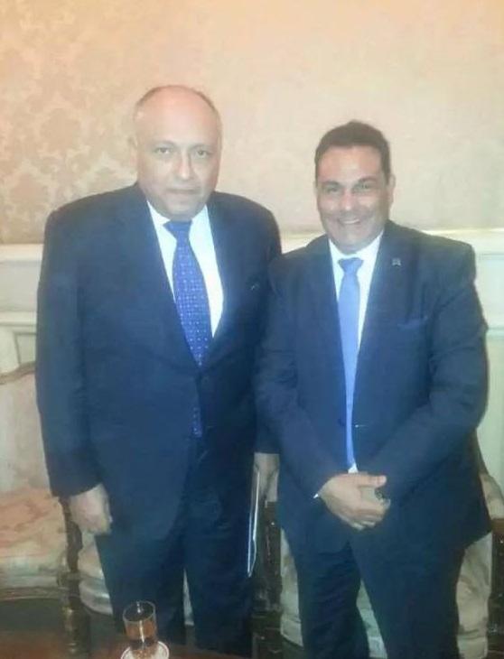 صاحب الهتاف مع وزير الخارجية سامح شكري