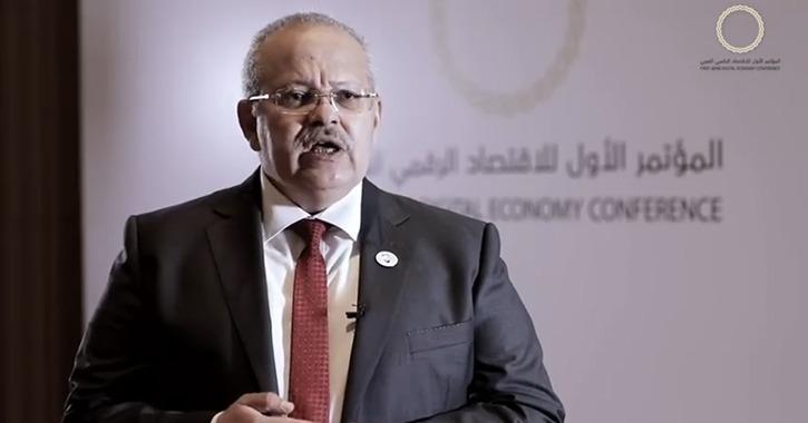 رئيس جامعة القاهرة: لا مجال للورق والمستقبل للعملات الإلكترونية (فيديو)