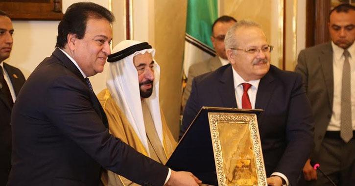 حاكم الشارقة يدعم الفرع الدولي لجامعة القاهرة ومستشفى قصر العيني