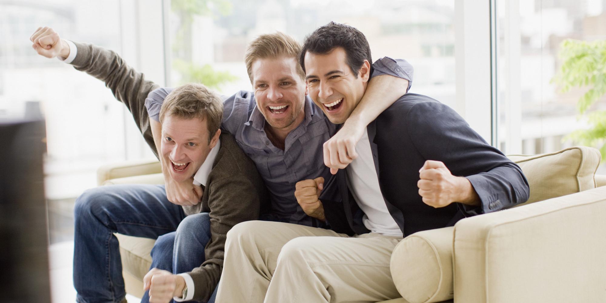 مجموعة أصدقاء يستمتعون بوقتهم معا