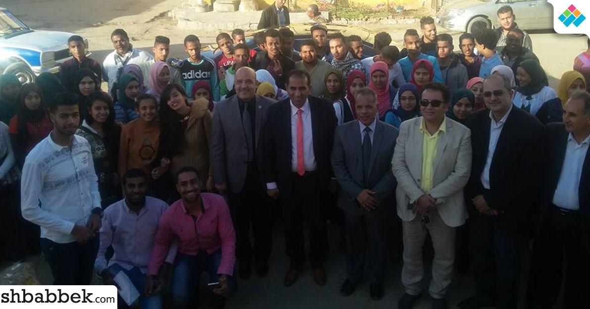 صور| حشد طلاب وأساتذة بجامعة أسوان لتحرير توكيلات ترشيح «السيسي»