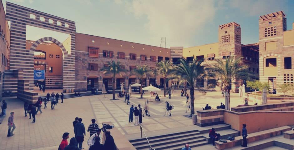 اتحاد طلاب الجامعة الأمريكية يتضامن مع عمال النظافة المعتصمين
