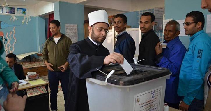 أسامة الأزهري يدلي بصوته في الاستفتاء على التعديلات الدستورية