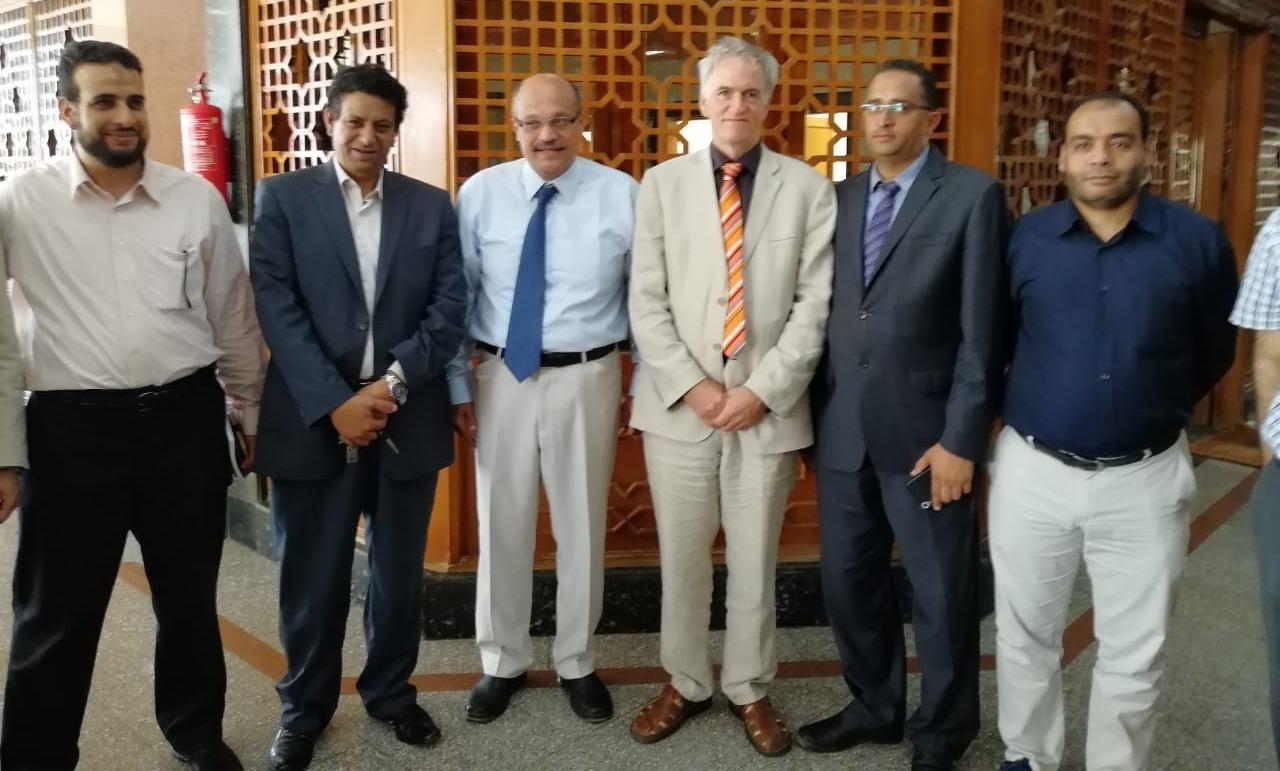 خبراء أجانب يجرون 12 عملية جراحية بمستشفى جامعة الأزهر التخصصي