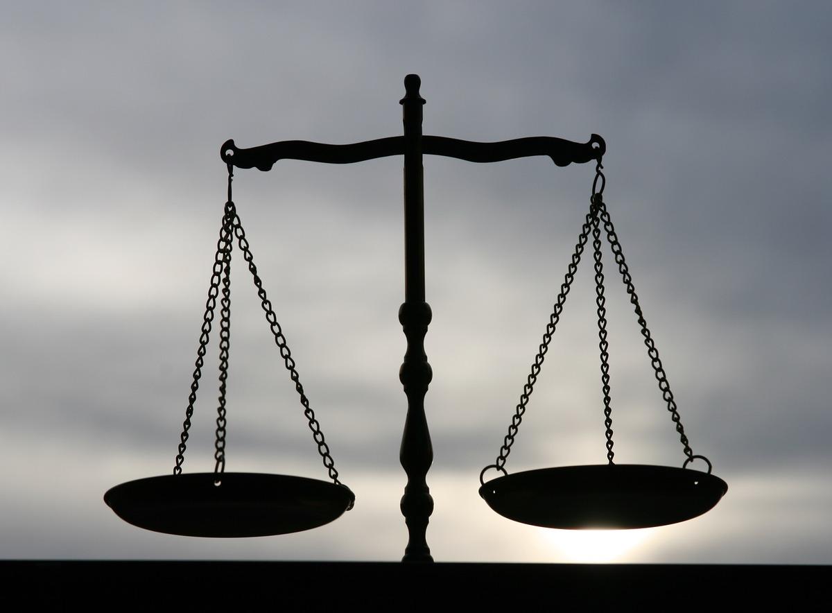 تأجيل محاكمة قاضيين بتهمة «إعداد مشروع لمكافحة التعذيب في السجون»