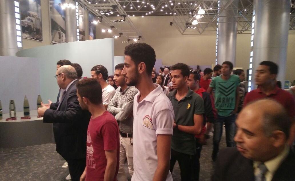 طلاب جامعتي المنصورة والزقازيق يزورون شركات الإنتاج الحربي