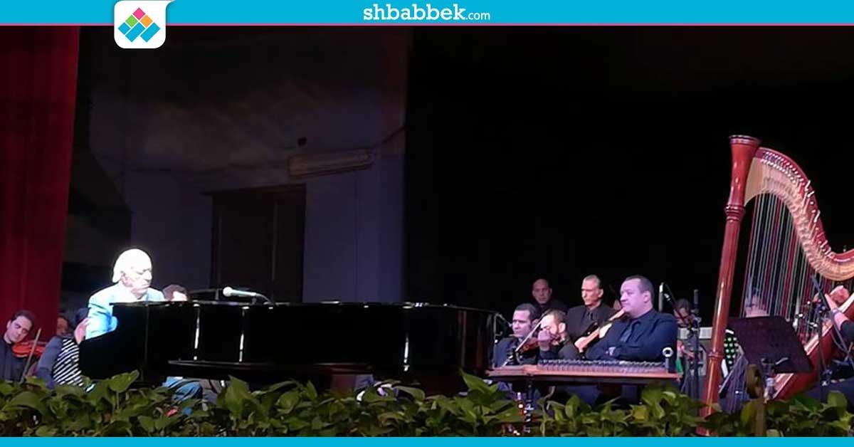 «عمر خيرت» يشعل حفل جامعة القاهرة