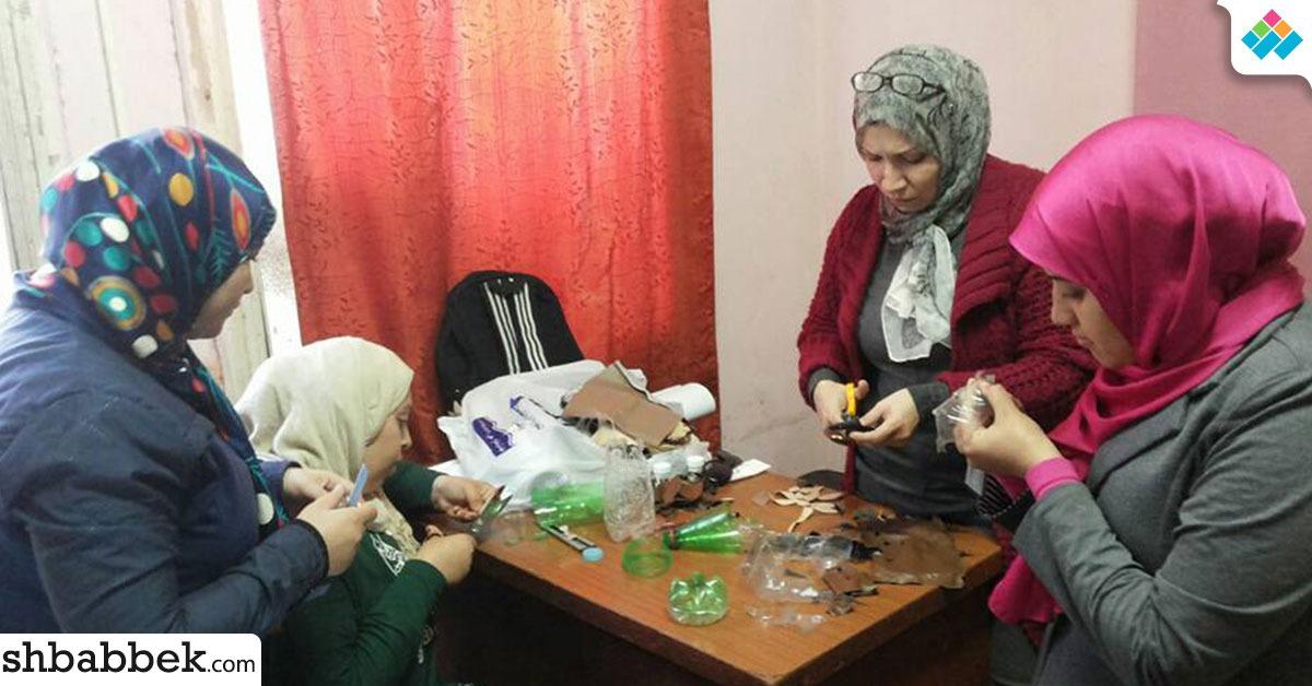 ورشة لتعليم طالبات جامعة بنها إعادة تدوير المستهلكات (صور)