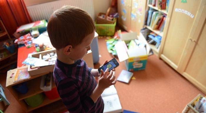 http://shbabbek.com/upload/خلى بالكو.. الهواتف الذكية تدمر صحة الأطفال